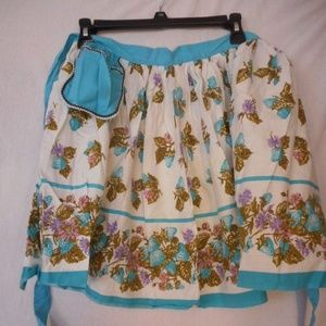 Vintage Blue Strawberry flowers half apron